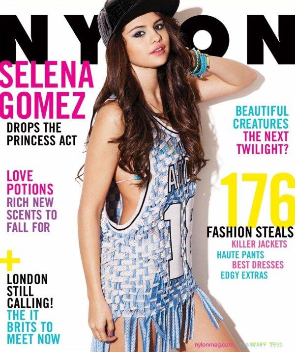 Selena Gomez pose pour Nylon.