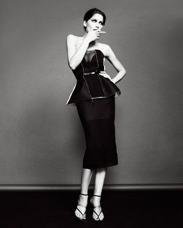 Laetitia Casta pose pour Glamour.