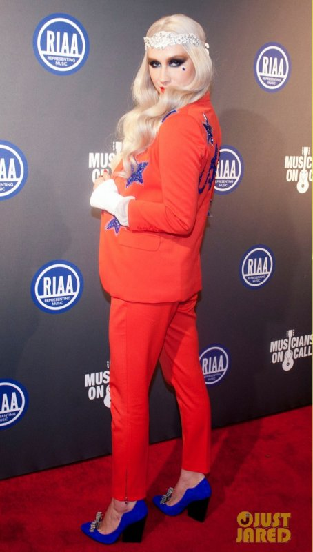 Kesha à un évènement à Washington. 2013 RIAA Presidential Inaugural Charity Benefit