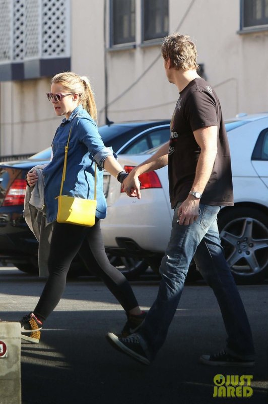 Kristen Bell quitte un restaurant. Los Angeles