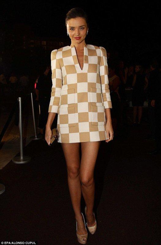 Miranda Kerr à l'ouverture d'une boutique Louis Vuitton.
