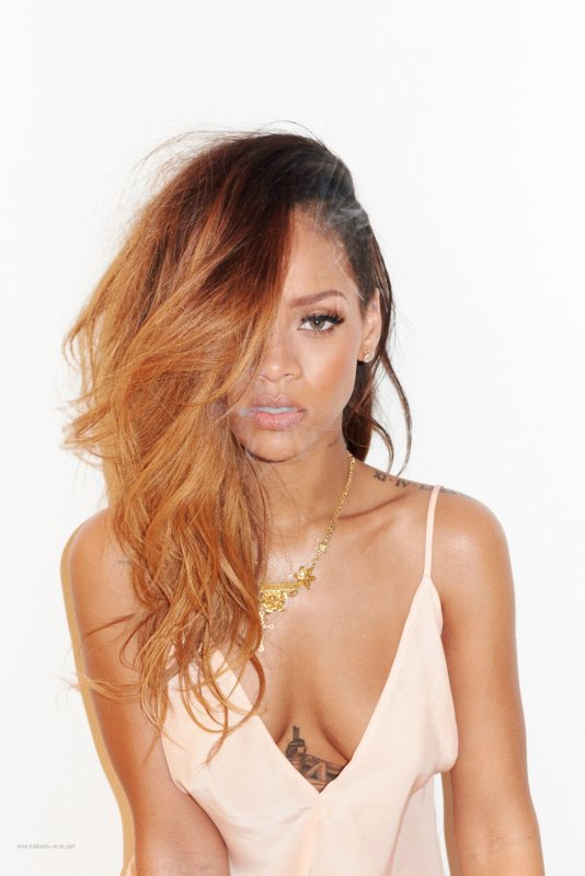 Rihanna pose pour Rolling Stone.