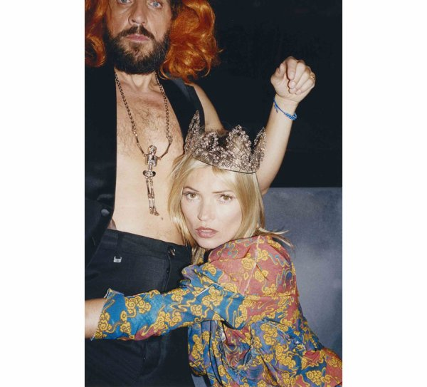 Kate Moss pose pour Vivienne Westwood.