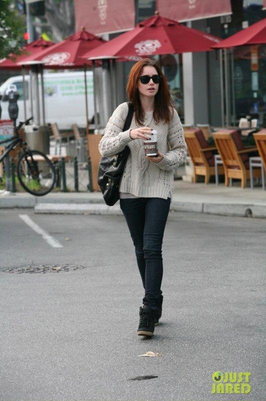 Lily Collins de sortie.