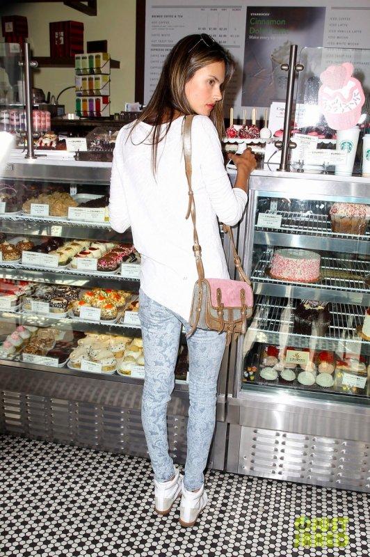 Alessandra Ambrosio de sortie. Beverly Hills