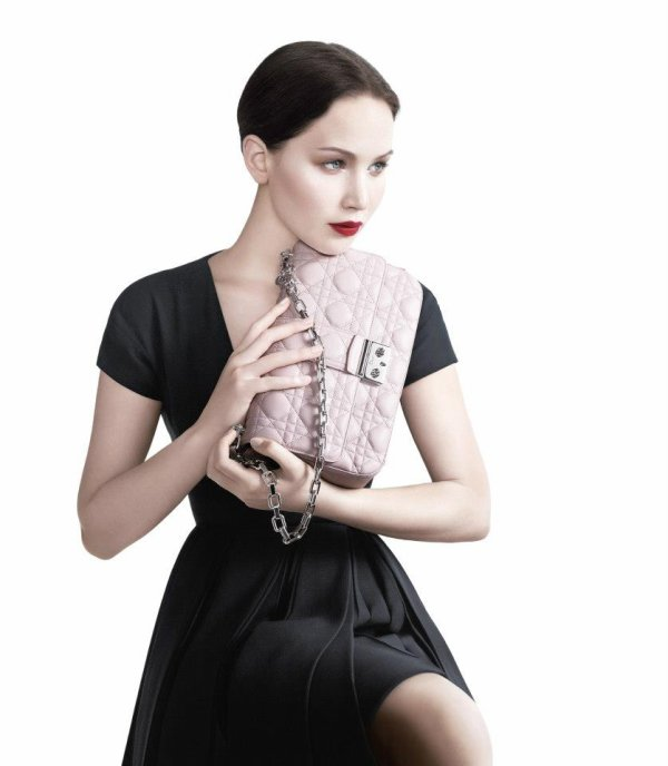 Jennifer Lawrence pose pour Dior.