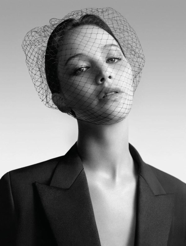 Jennifer Lawrence pose pour Dior.