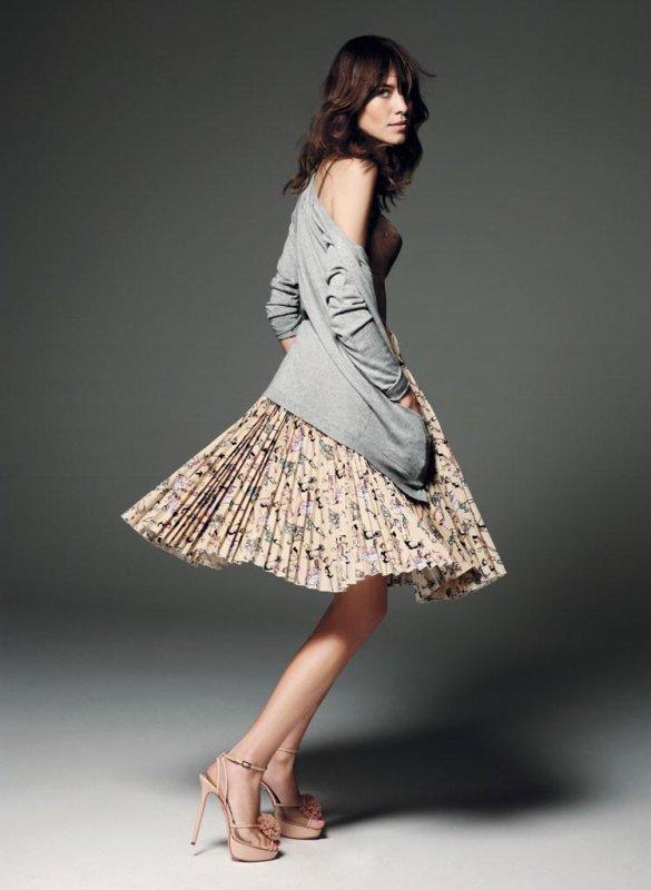 Alexa Chung pose pour ELLE.
