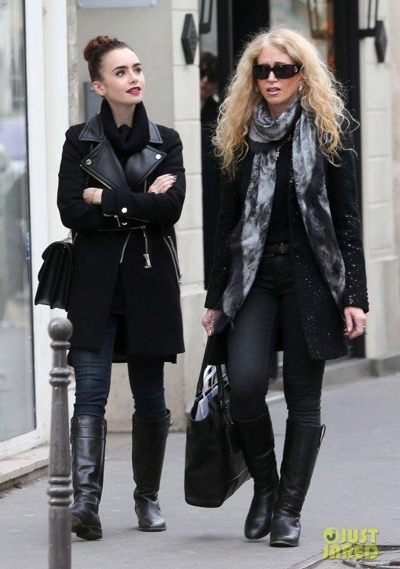 Lily Collins de sortie avec sa mère. Paris