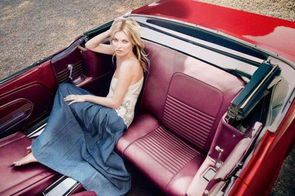 Kate Moss pose pour Liu Jo.
