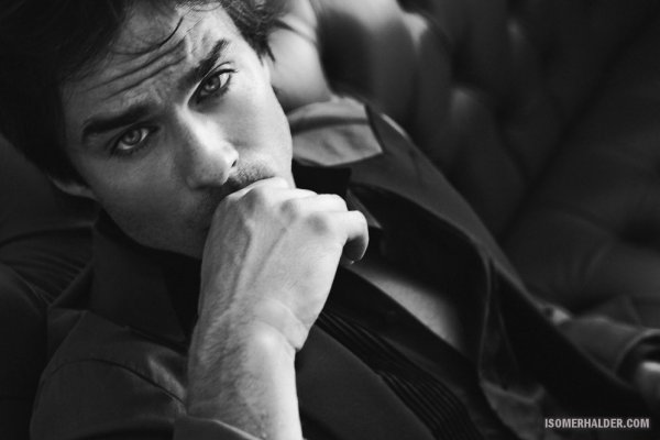 Ian Somerhalder pose pour Lifestyle Mirror.