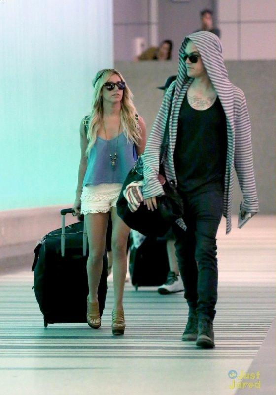 Ashley Tisdale de sortie.