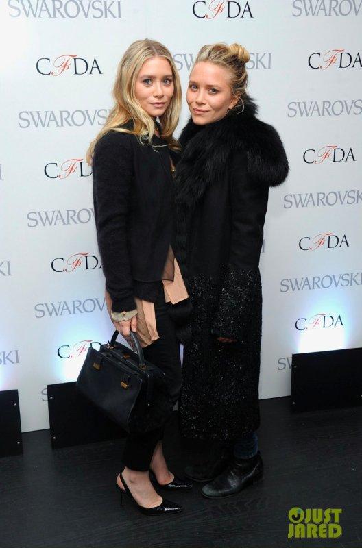Les soeurs Olsen à un évènement à New York. CFDA 2013 Awards Nominations