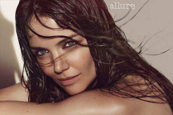 Katie Holmes pose pour Allure.