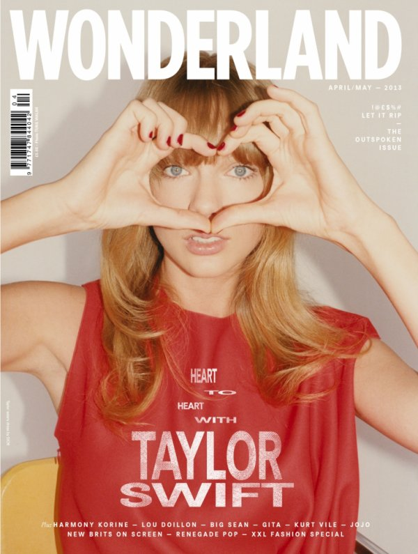 Taylor Swift pose pour Wonderland.