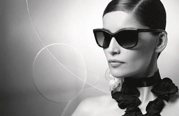 Laetitia Casta pose pour Chanel.