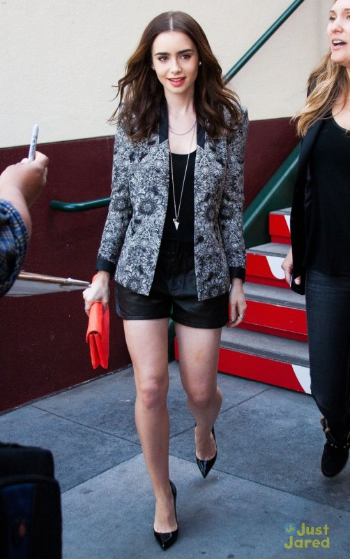 Lily Collins sur un shooting.
