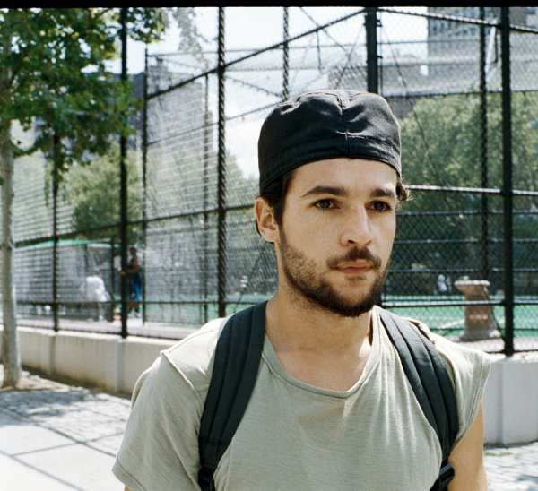 Christopher Abbott  pose pour Interview.