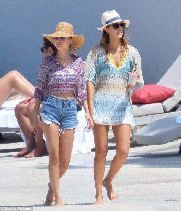 Nicole Richie et Jessica Alba à la plage. St Barts