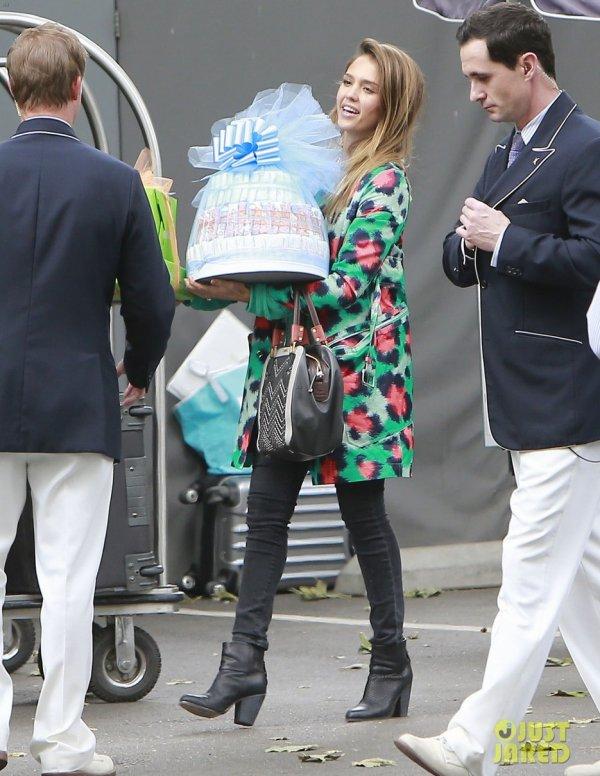 Ashlee Simpson et Jessica Alba vont à la baby shower de Jessica Simpson. Beverly Hills