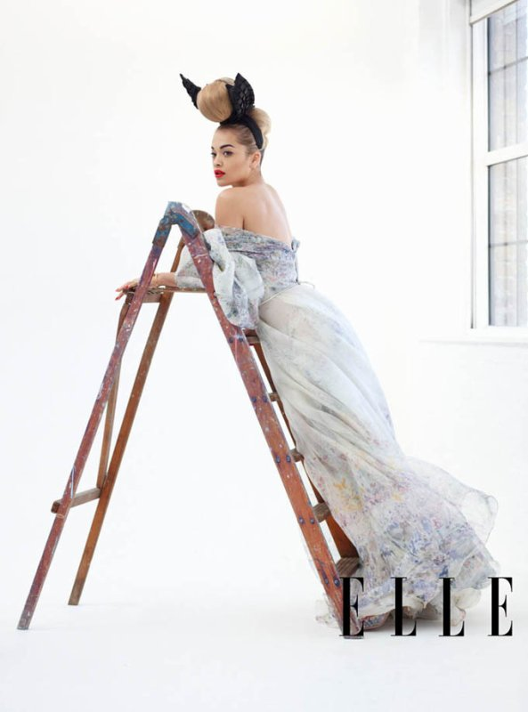 Rita Ora pose pour ELLE.