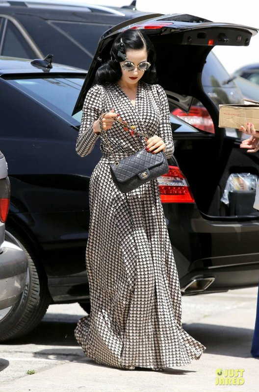 Dita Von Teese à un évènement. West Hollywood