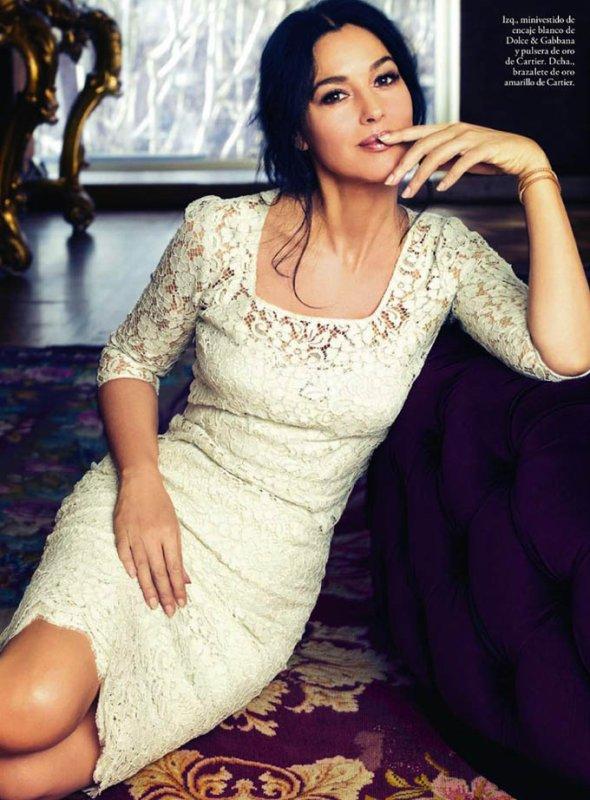Monica Bellucci pose pour ELLE.