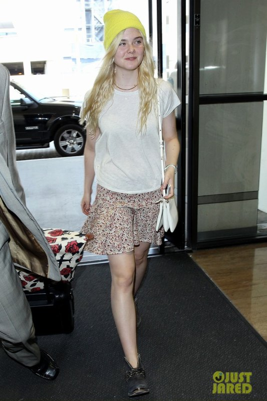 Elle Fanning à l'aéroport LAX. Los Angeles