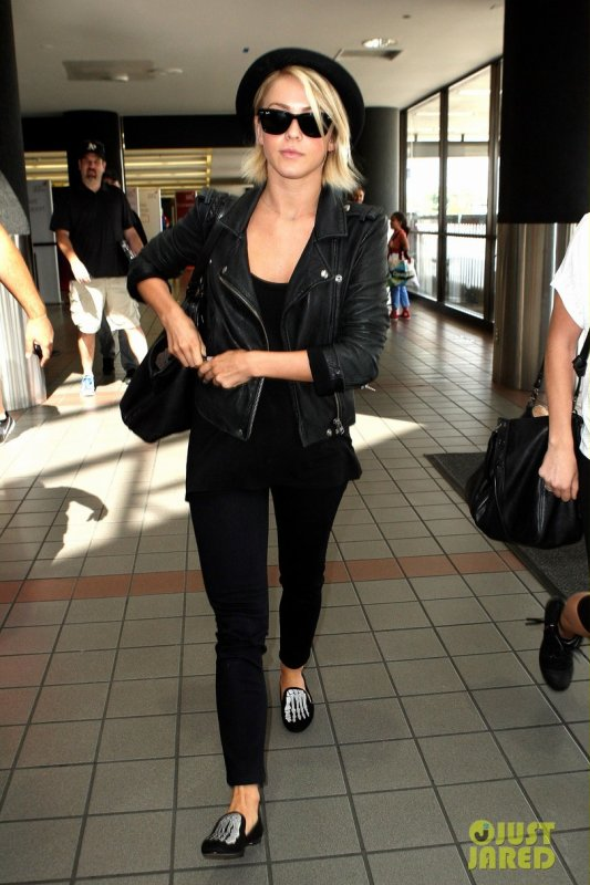 Julianne Hough de sortie.