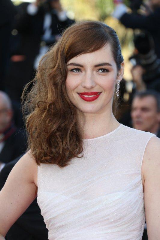 Louise Bourgoin sur le tapis rouge. Cannes