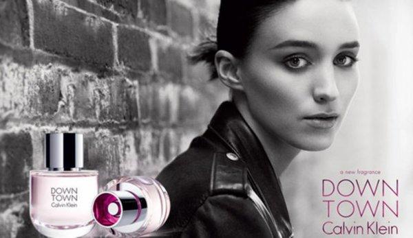 Rooney Mara pose pour Calvin Klein.