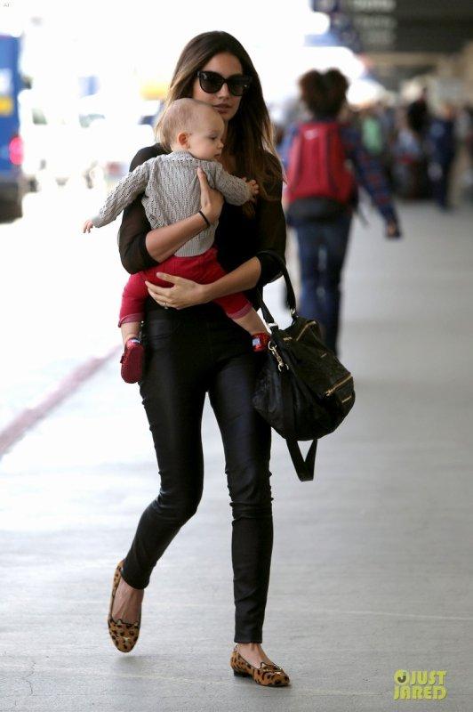Lily Aldridge et Rosie Huntington Whiteley à l'aéroport LAX. Los Angeles