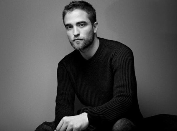Robert Pattinson pose pour Dior.