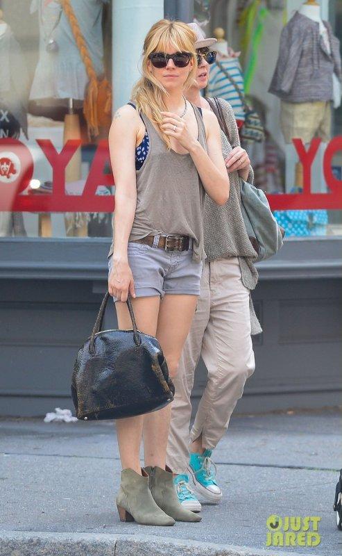 Sienna Miller de sortie.