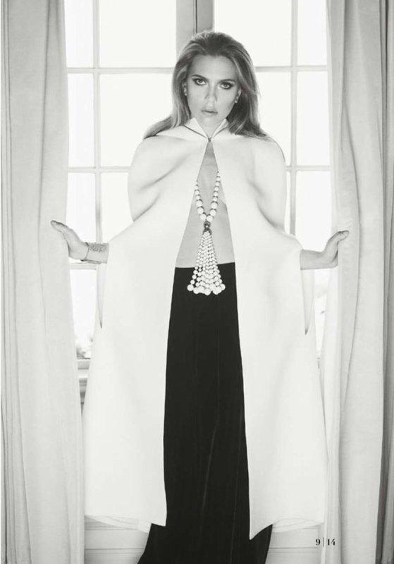 Scarlett Johansson pose pour Vanity Fair.