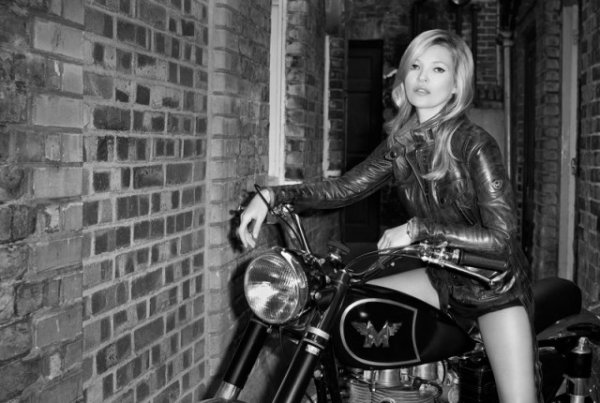 Kate Moss pose pour Matchless.