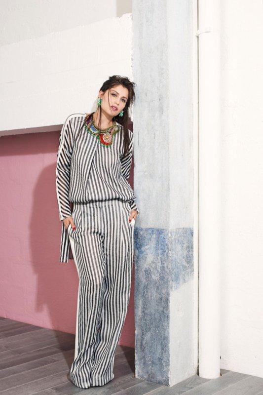 Laetitia Casta pose pour Vogue.
