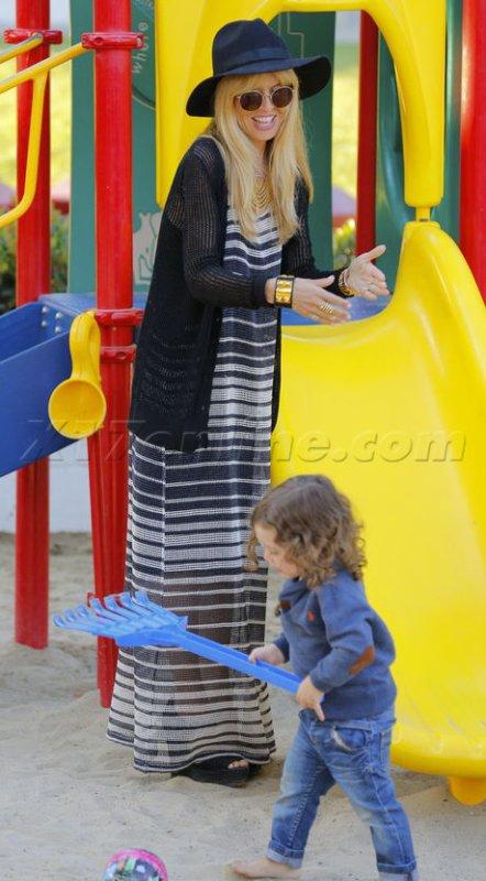 Rachel Zoé de sortie avec son fils.