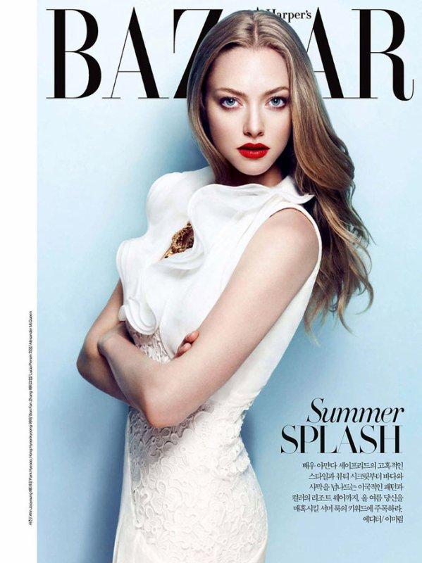 Amanda Seyfried pose pour Harper's Bazaar.