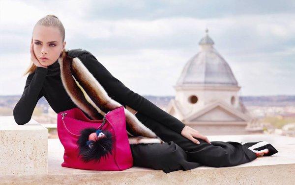 Cara Delevingne pose pour Fendi. automne / hiver 2013-2014