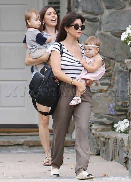 Kourtney Kardashian de sortie.