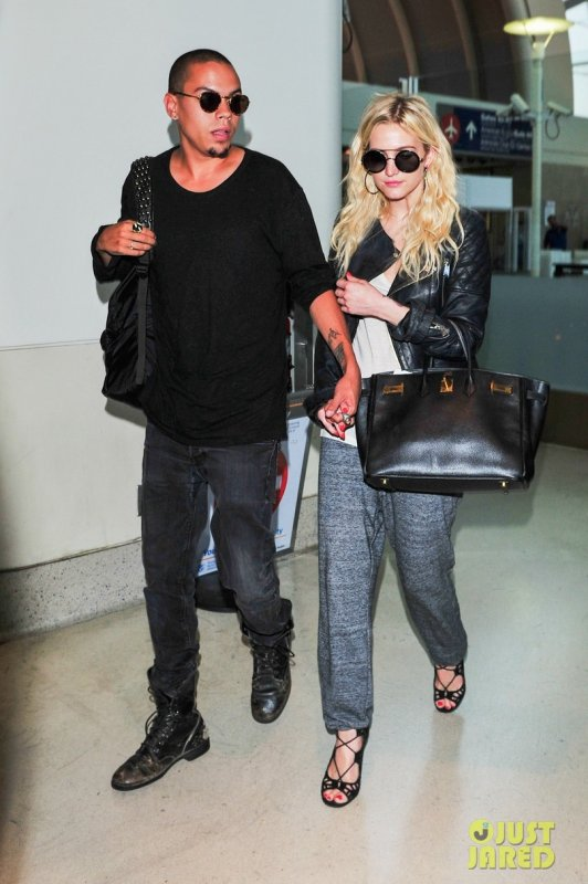 Ashlee Simpson et son boyfriend à l'aéroport LAX. Los Angeles
