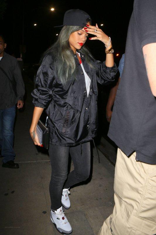 Rihanna de sortie.