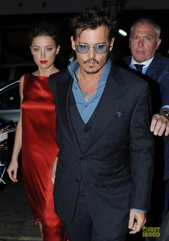 Amber Heard et Johnny Depp sortent dîner au restaurant. Londres