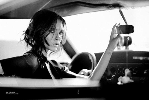 Victoria Beckham pose pour Vogue.