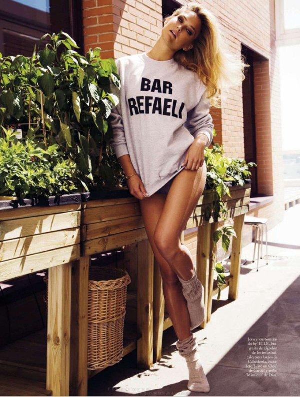 Bar Refaeli pose pour ELLE.