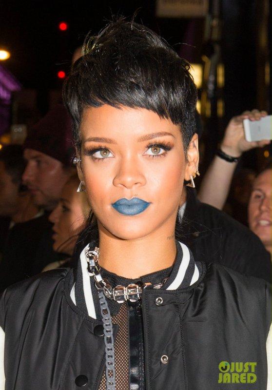 Rihanna à un évènement pour sa collection. Londres