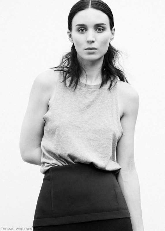 Rooney Mara pose pour ELLE.