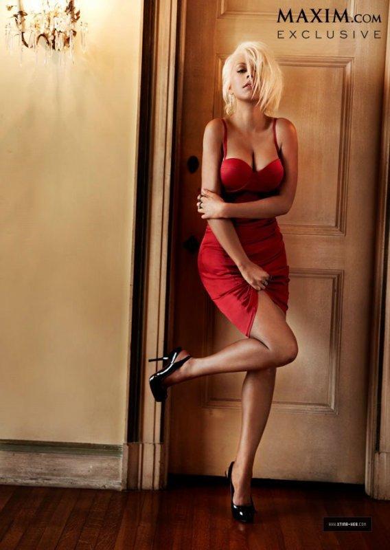 Christina Aguilera pose pour Maxim.