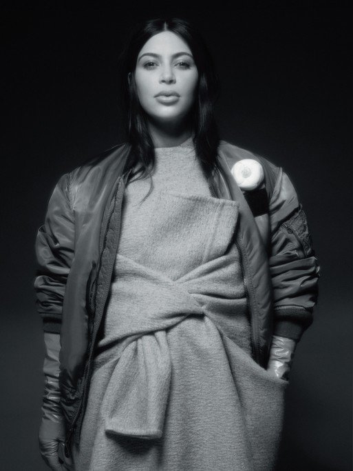 Kim Kardashian pose pour CR Fashion Book.